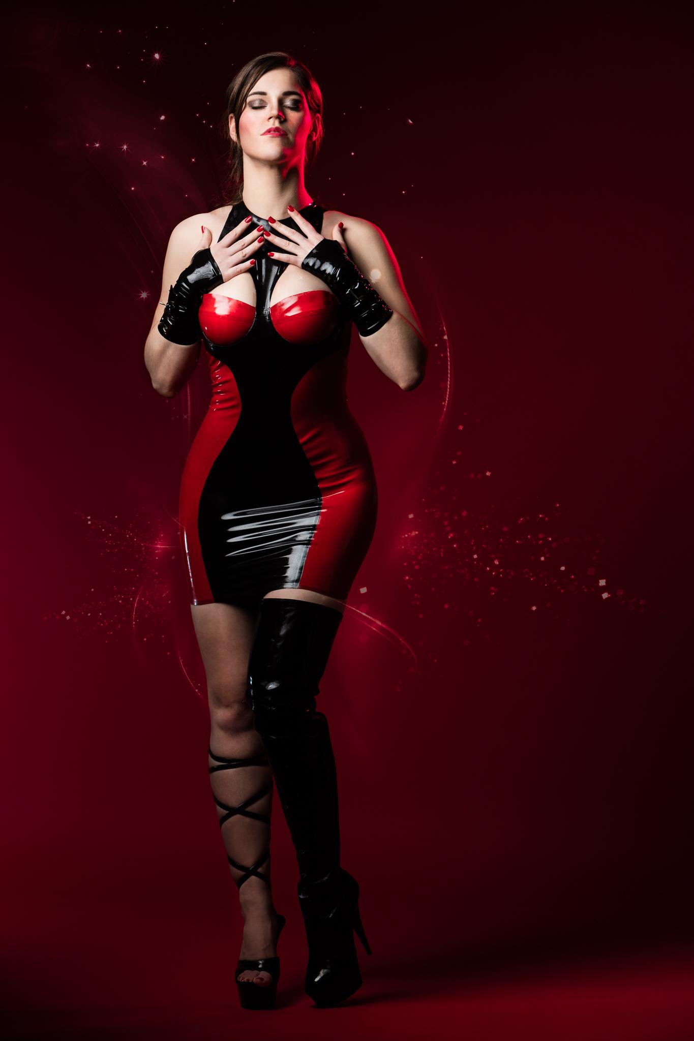Sara Sparkles in a Mademoiselle Ilo Latex Dress