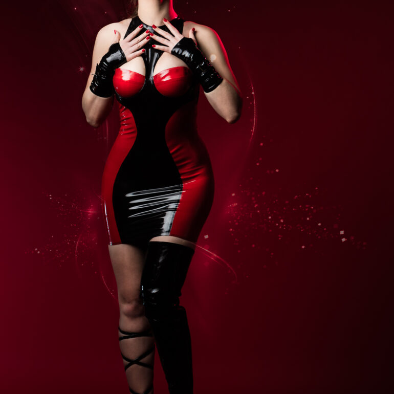 Sara Sparkles in a Mademoiselle Ilo Latex Dress