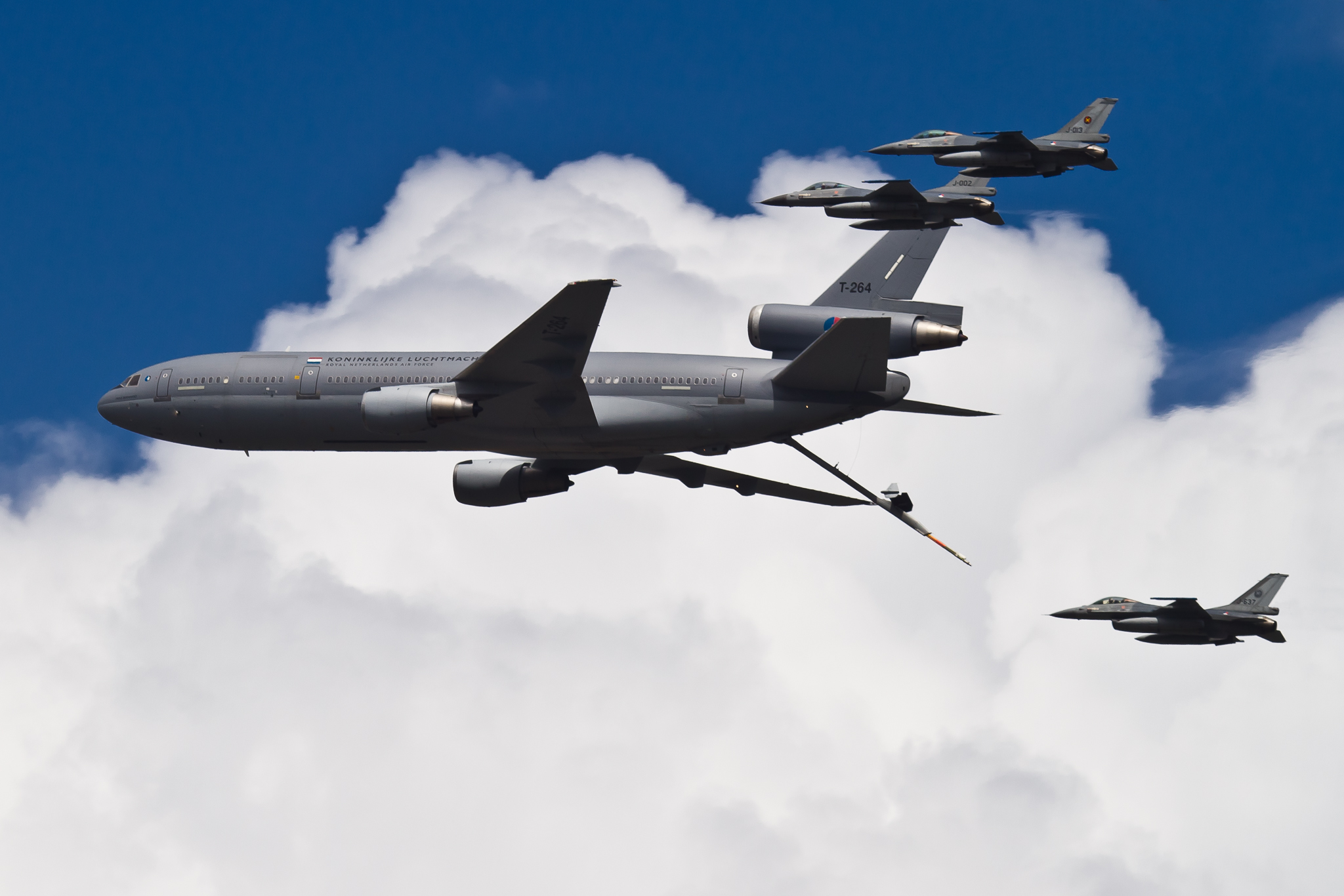McDonnell Douglas KC-10 Extender & General Dynamics F-16 Fighting Falcon