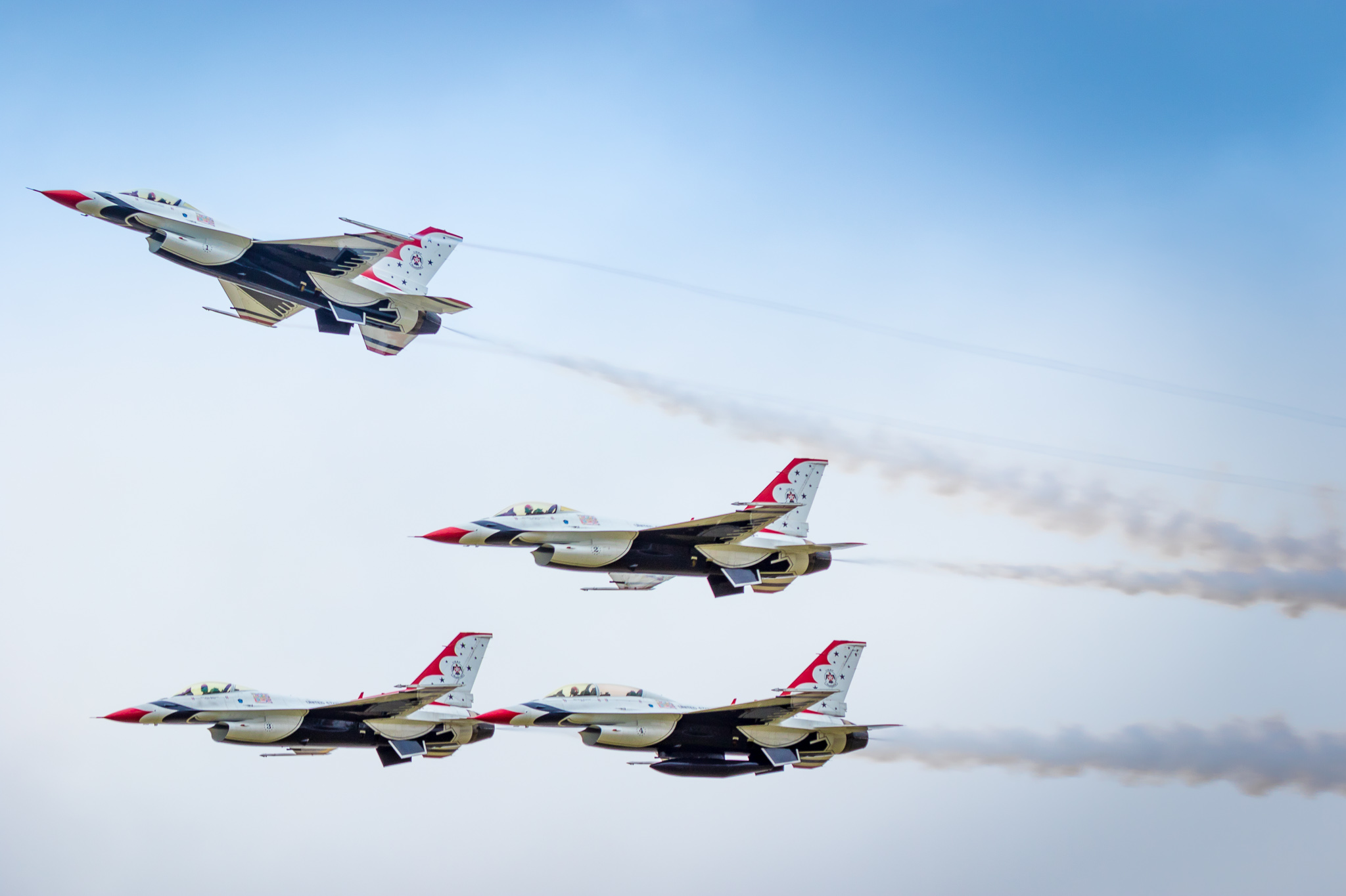 USAF Thunderbirds Flying the General Dynamics F-16 Fighting Falcon