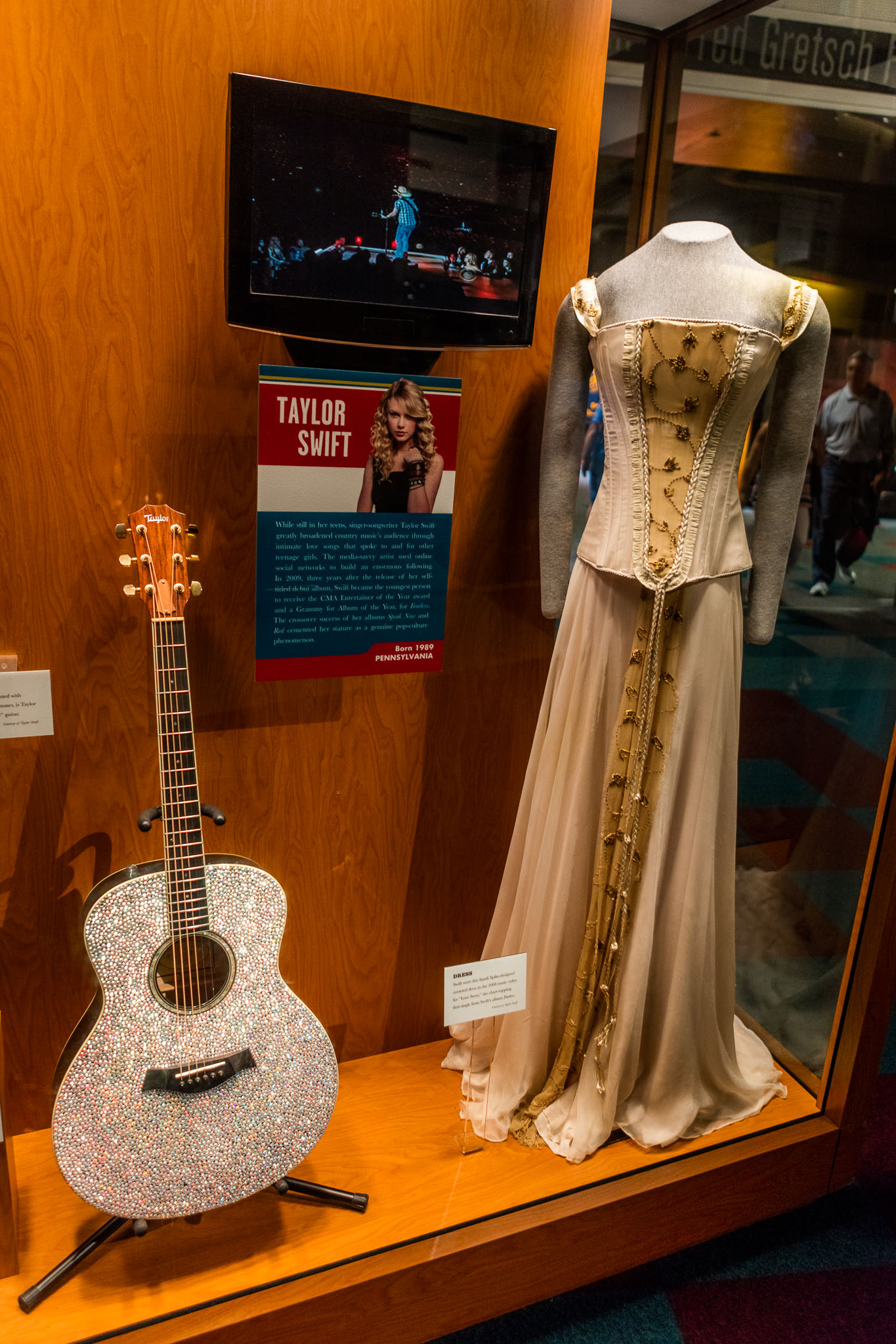 Guitar and Wardrobe of Taylor Swift at CMHOF