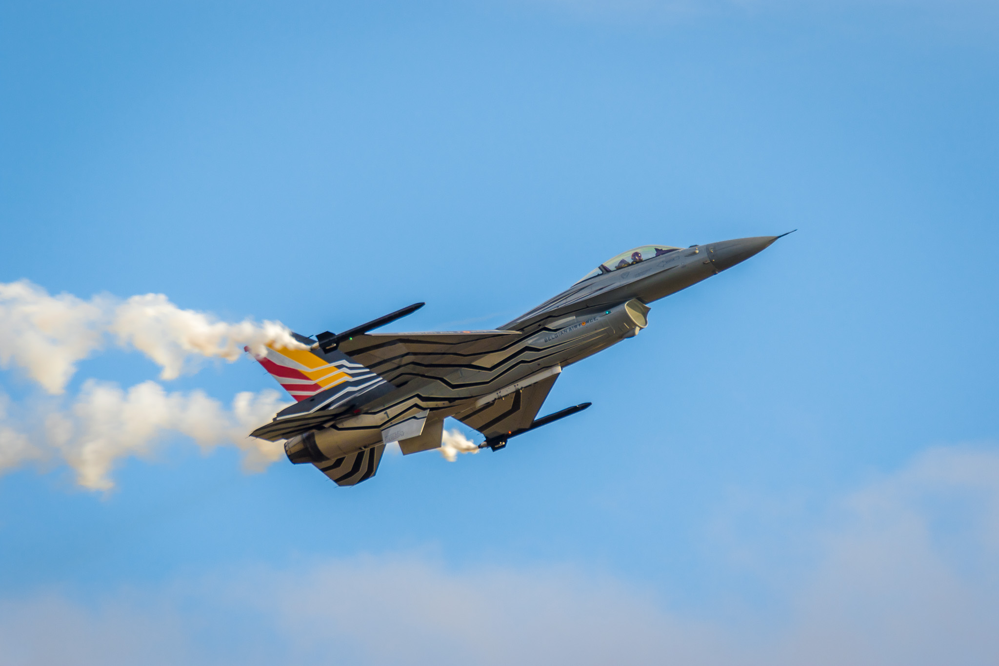 BAF F-16 Demo Flown by Gizmo at 2017 Sanicole Air Show