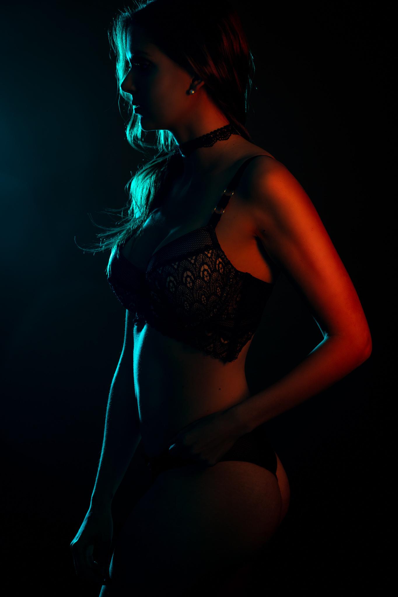 Model Magalie in some Edge Lighting