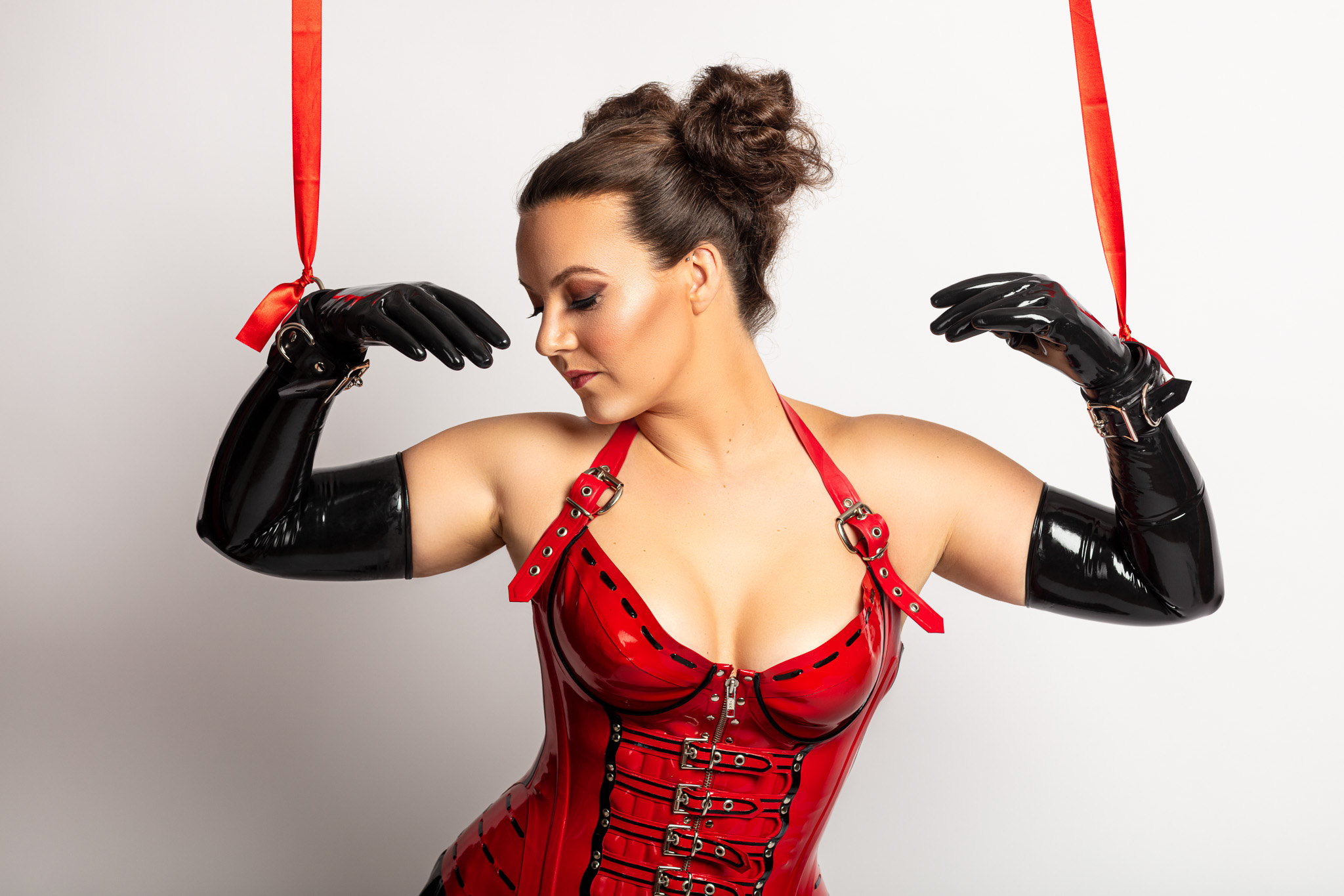 Model Eva Act Like a Doll in her Latex Outfit